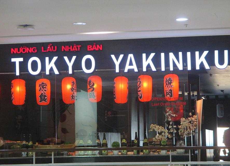 Nhà hàng với các món ăn được chế biến theo cách người nước ngoài là một trong những nét văn hóa ẩm thực tại các siêu thị. Một trong các nhà hàng đó là nhà hàng Tokyo tại Vin Com, 191 Bà Triệu, Hà Nội.